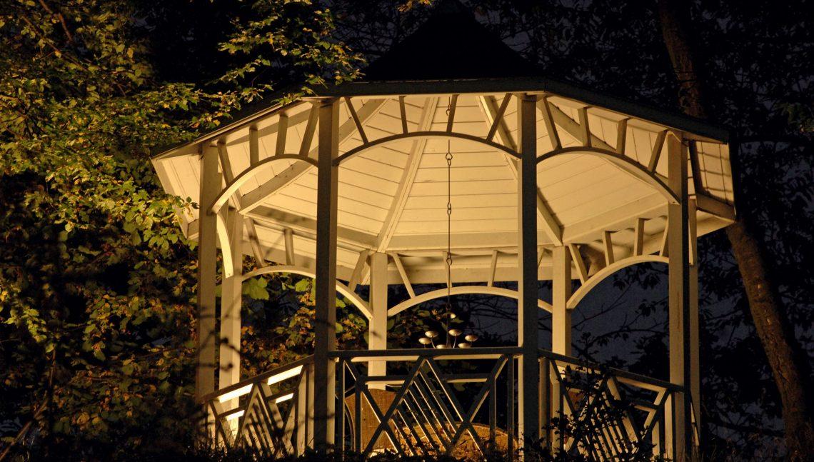 Pavillon bei Nacht
